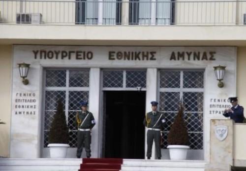 NewsIt.gr: Ενα εκατ ευρώ για υπερωρίες υπαλλήλων επιτελείων-υπηρεσιών το '12 - Μηδέν για τους στρατιωτικούς