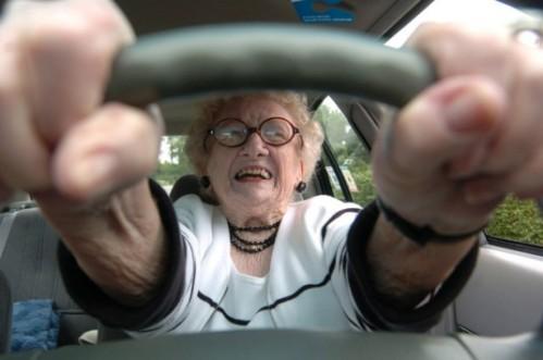 NewsIt.gr: Βραβείο σε 80χρονη που δεν πήρε κλήση σε 62 χρόνια οδήγησης